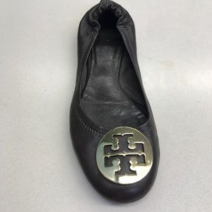 TORY BURCH REVA 8M BALLET FLATS BROWN GOLD LOGO